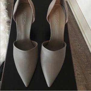 VINCE Grey pumps